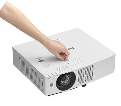 Máy chiếu full HD Panasonic PT-VMZ50